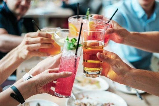 Alkohol i dobre maniery – fakty, mity